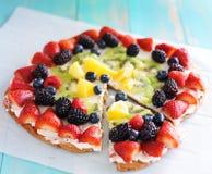 Kolorowa owocowa pizza fotografia stock