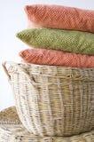 Kolorowa poduszka na koszu Fotografia Royalty Free