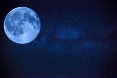 Kolorowa przestrzeń strzelał pokazywać wszechrzeczego milky sposobu galaxy z gwiazdami, duża piękna księżyc Obrazy Royalty Free