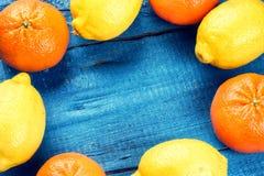 Kolorowa rama z cytrus owoc - cytryny i tangerines Zdjęcie Stock