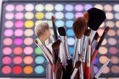 Kolorowa rama z różnorodnymi makeup produktami Zdjęcie Stock