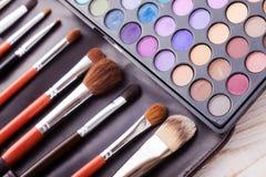 Kolorowa rama z różnorodnymi makeup produktami Zdjęcie Royalty Free