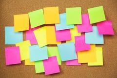 Kolorowa rozmaitości poczta ja papierowego nutowego przypomnienia notatek kleisty ochraniacz na korku obraz royalty free