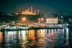 Kolorowa Stambul panorama przy nocą Zdjęcia Stock