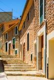 Kolorowa ulica w śródziemnomorskim Zdjęcie Stock