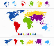 Kolorowa Światowa mapa z kontynentami i kulami ziemskimi Zdjęcia Stock