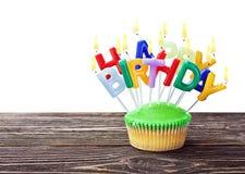 Kolorowa wszystkiego najlepszego z okazji urodzin babeczka z świeczkami Obraz Royalty Free