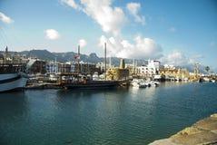 Kolorowe łodzie na porcie obrazy royalty free