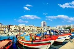Kolorowe łodzie rybackie w starym porcie Bizerte Tunezja, Północny Afric zdjęcia stock