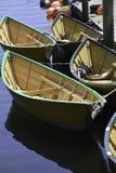 Kolorowe łodzie wiązać up przy dokiem Fotografia Stock