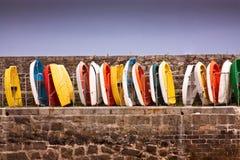 Kolorowe łodzie wykładać up Obrazy Royalty Free