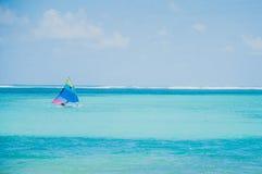 Kolorowe żeglowanie łodzie na morzu karaibskim Zdjęcie Royalty Free