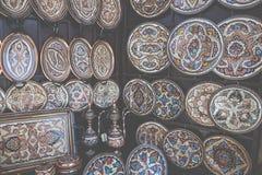 Kolorowe ceramiczne pamiątki dla sprzedaży na ulicie w Starym miasteczku Mo Fotografia Stock