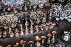 Kolorowe ceramiczne pamiątki dla sprzedaży na ulicie w Starym miasteczku Mo Obrazy Stock