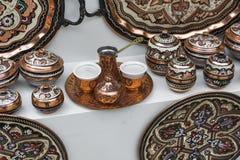 Kolorowe ceramiczne pamiątki dla sprzedaży na ulicie w Starym miasteczku Mo Obrazy Royalty Free