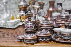 Kolorowe ceramiczne pamiątki dla sprzedaży na ulicie w Starym miasteczku Mo Fotografia Royalty Free