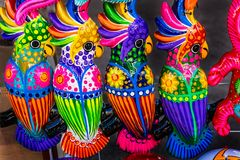 Kolorowe Ceramiczne papugi Oaxaca Meksyk zdjęcie stock
