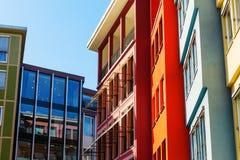 Kolorowe domowe fasady wzdłuż kwadrata w mieście Stuttgart, Niemcy zdjęcia stock