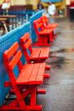 Kolorowe drewniane ławki przy Lunapark w Sydney Obraz Royalty Free