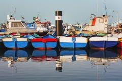 Kolorowe drewniane płaskie łodzie Zdjęcia Stock