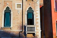 Kolorowe fasady starzy średniowieczni domy w Wenecja Obrazy Stock