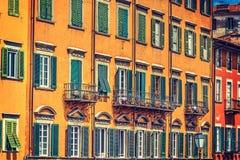Kolorowe fasady w Pisa Lungarno Fotografia Stock