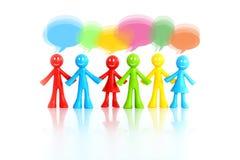 Kolorowe figurki komunikuje jako drużyna z pustym dialog pudełkiem, pracy zespołowej pojęcie Zdjęcia Royalty Free