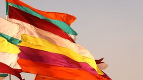 Kolorowe flaga w świątyni zdjęcie wideo