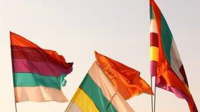 Kolorowe flaga w świątyni zbiory wideo