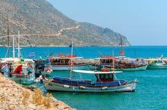 Kolorowe Greckie łodzie rybackie Zdjęcie Royalty Free
