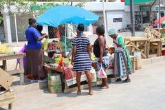 Kolorowe kobiety uliczny rynek, Afryka Fotografia Stock
