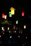 Kolorowe lampy w drzewie Zdjęcie Stock