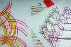 Kolorowe linie rysować z kredkami fotografia royalty free