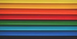 kolorowe ołówki niebieskie oczy, piaskowe abstrakcyjne tło Zdjęcie Royalty Free
