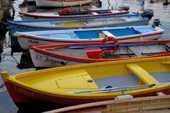 Kolorowe łodzie rybackie na Garda jeziorze Obraz Stock
