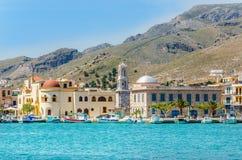 Kolorowe łodzie w Pohtia na Kalymnos wyspie Grecja Obraz Stock