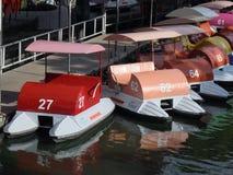 KOLOROWE PEDAŁOWE łodzie Obrazy Royalty Free