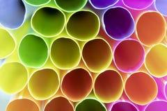 Kolorowe pije plastikowe słoma zdjęcia royalty free