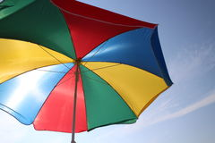 kolorowe plażowy parasolkę Obrazy Royalty Free