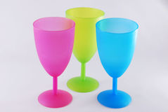 Kolorowe plastikowe szkła błękita menchie Fotografia Stock