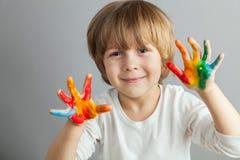kolorowe ręki malować farby zdjęcia royalty free