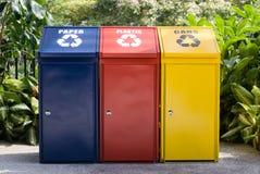 kolorowe recyklingu bin Fotografia Stock