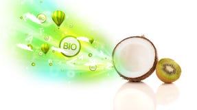 Kolorowe soczyste owoc z zielonymi eco znakami, ikonami i Zdjęcie Stock