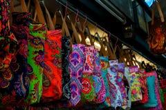 Kolorowe torby robi zakupy przy Chatuchak Wprowadzać na rynek w Bangkok Obraz Royalty Free