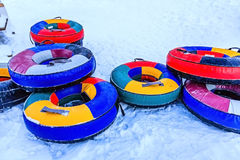 Kolorowe tubki na śniegu Obrazy Royalty Free