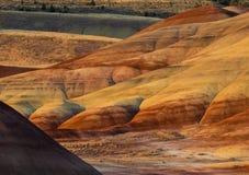 Kolorowe warstwy malujący wzgórza obrazy stock