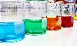 Kolorowe zlewki Zdjęcia Stock