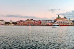 Kolorowego Dockside nabrzeża panoramiczny widok na zmierzchu tle przy Jeziornym Buena Vista terenem 4 obrazy royalty free