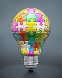 Kolorowi łamigłówka kawałki tworzy lightbulb Obraz Royalty Free