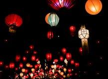Kolorowi świąteczni wiszący lampiony Zdjęcia Stock